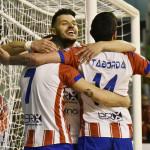 Marcelinho festeggia con compagni la vittoria contro l'Acqua&Sapone