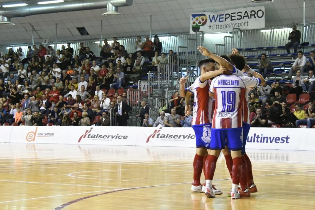 L'Italservice Pesaro esulta dopo un gol