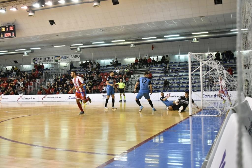 De Oliveira esulta dopo il gol